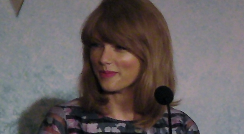 Congrats To Taylor Swift For Song and Artist Of The Year: SHAKE IT OFF!